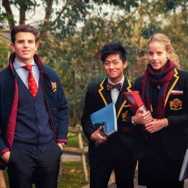4BUCKSWOOD SCHOOL BOARDING